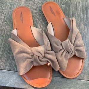 American Eagle faux suede bow sandals. Size: 10